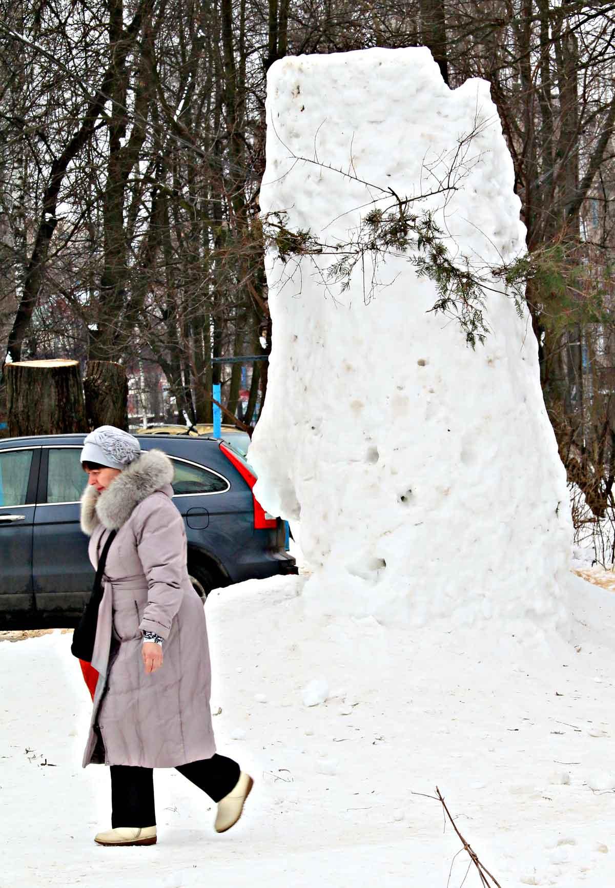Снігову фортецю збудували школярі під час карантину