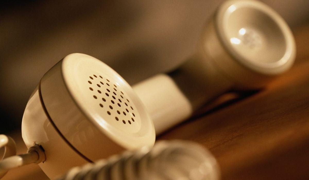 Телефон не працює, мобільний не ловить. Що робити селянам, як хвороба чи біда?