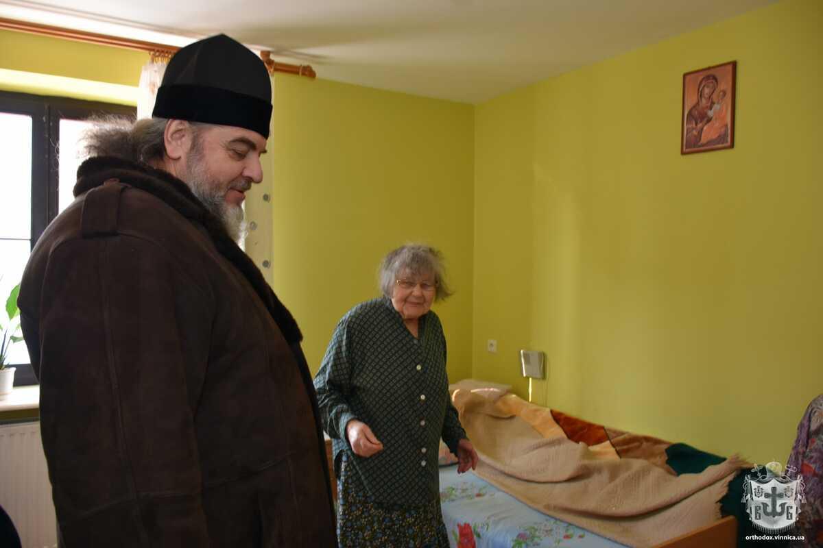 Митрополит Симеон у Польщі відвідав будинок престарілих і концтабір військовополонених