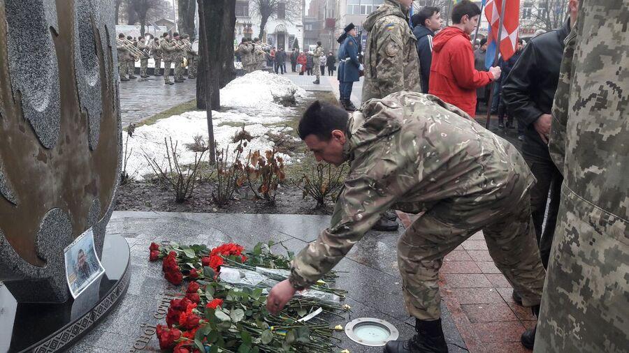«Маму Люду» та 24 добровольців привітали у Вінниці (відео)
