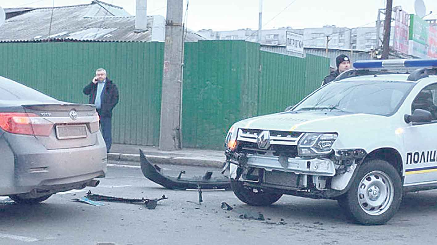Новий джип «Рено» розбили вінницькі поліцейські