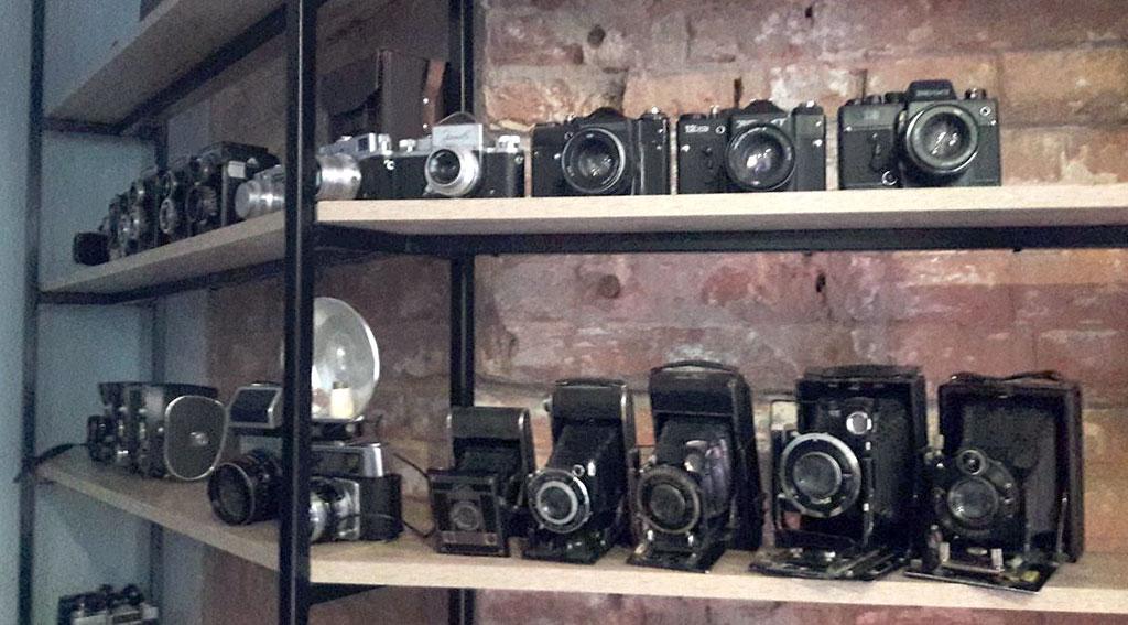 Три фотоапарати вкрали із музею-кав'ярні Monoсle