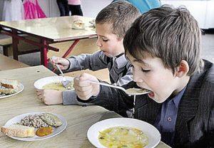 Ожиріння школярів – від солодощів та гамбургерів. МОЗ України розробило нові нормативи харчування для школярів.