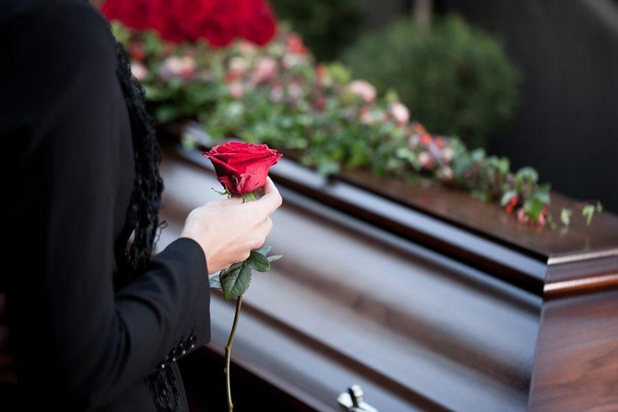 Похорони тільки з дозволу суду. Нові правила захоронення: родичі чекатимуть кілька тижнів, щоб поховати померлого.