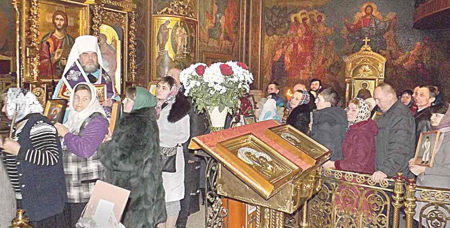Раз на рік у Вінниці йдуть люди у церкви зі своїми іконами