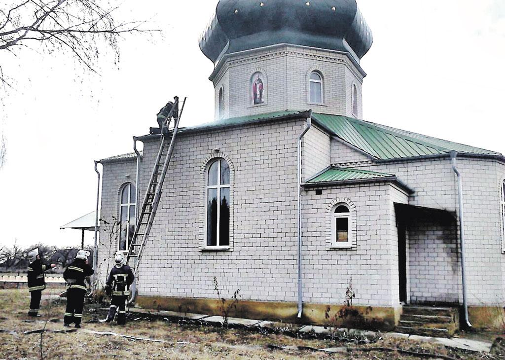 У Северинівці загорілася церква Різдва Пресвятої Богородиці