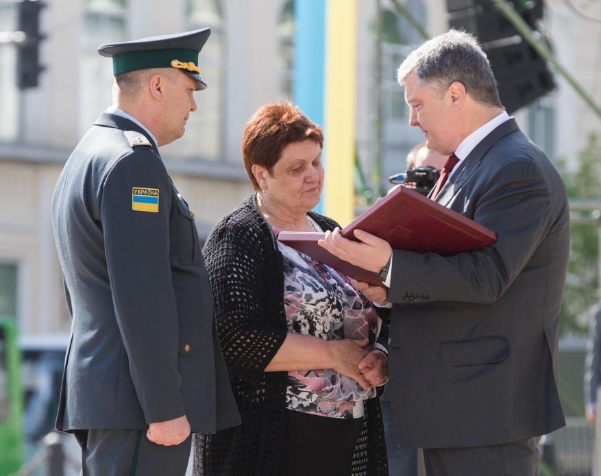 Золоту Зірку Героя України посмертно отримав вінницький прикордонник Євген Пікус