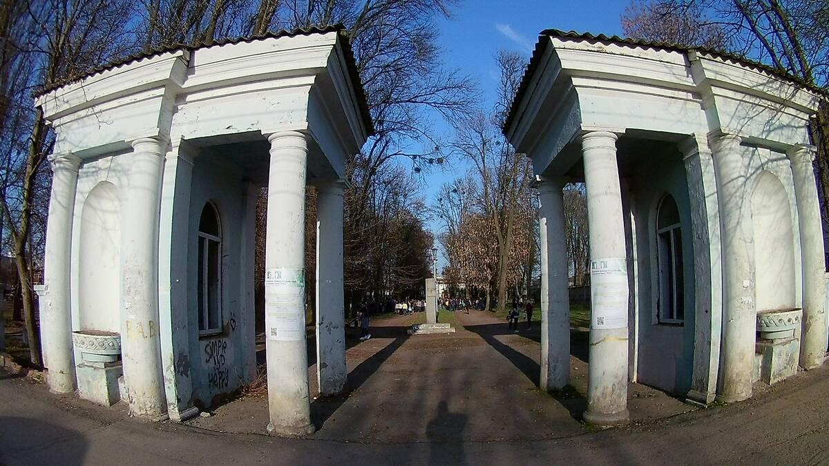 У парку «Хімік» стартувало громадське обговорення долі зеленої зони та храму КП на Замості