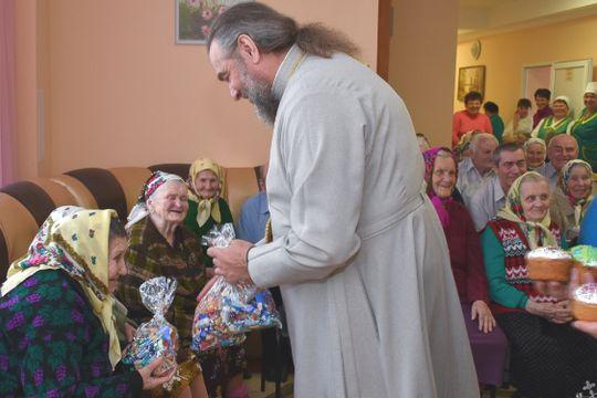 Найстарший будинок-інтернат на Вінниччині відвідав митрополит Симеон у Великодні дні