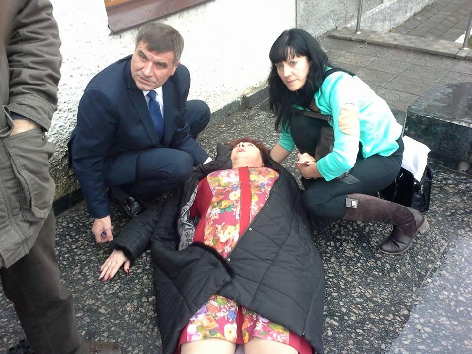 Депутатка зі Жмеринки, яка звинувачує колегу у побитті, готова знову голодувати