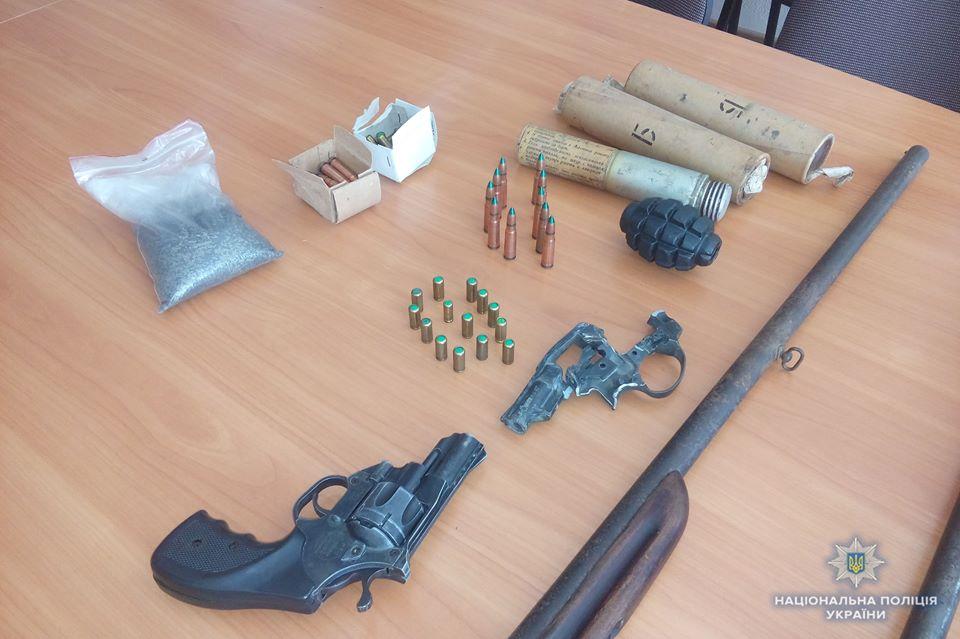 На Вінниччині триває місячник із добровільної здачі зброї. Правоохоронці розповіли усі подробиці