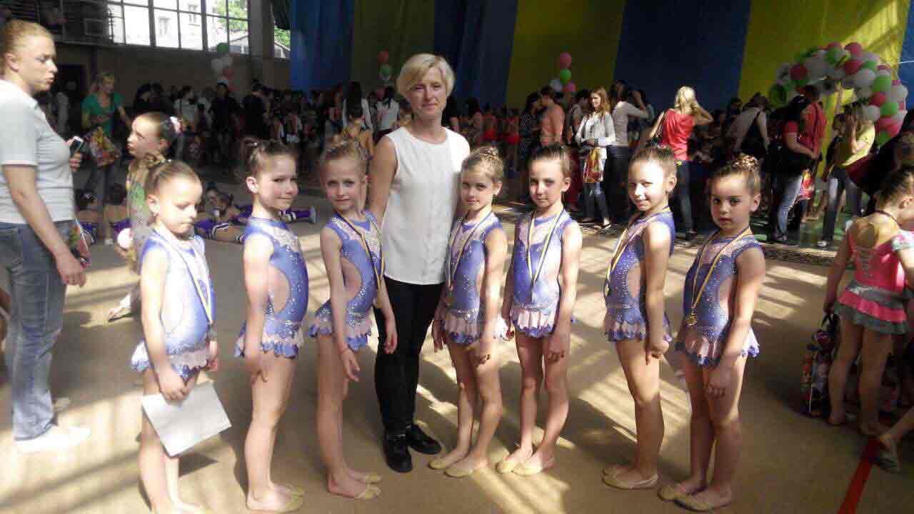Виховує чемпіонок Вінницька тренерка з художньої та естетичної гімнастики