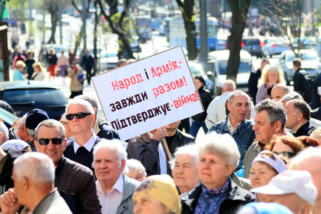 Пенсії 150 доларів та голосування без гречки вимагали протестувальники під Вінницькою ОДА