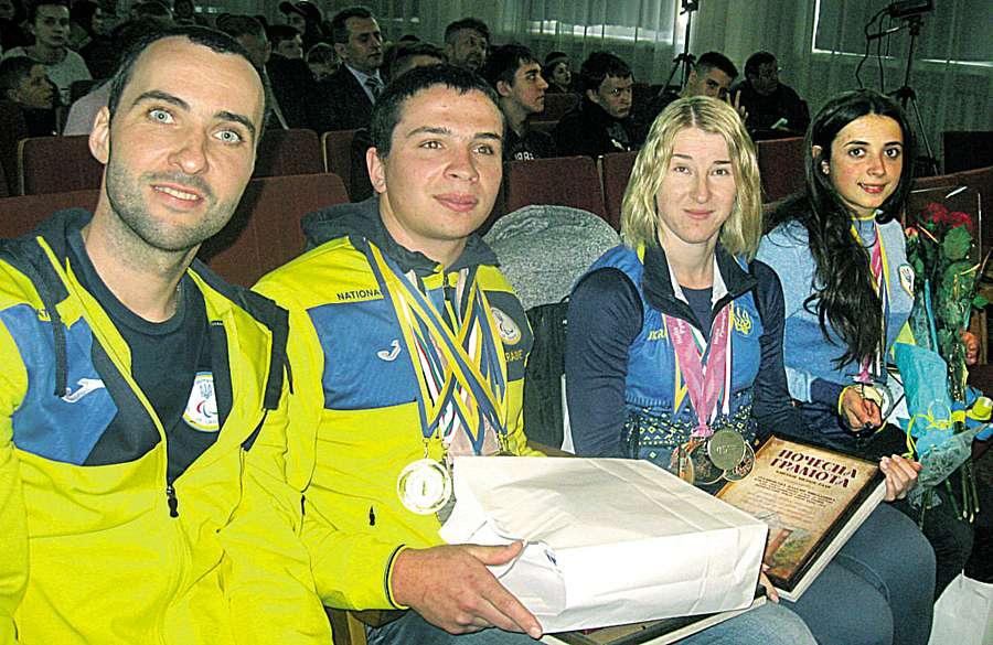 12 квітня у будинку культури вітали біатлоніста Олександра Казіка, Ірину Буй, Наталю Рубановську, тренерів Марцина і Сергія Кучерявих