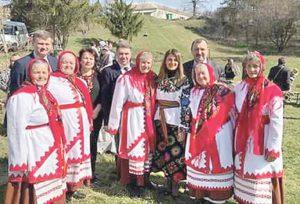 На гаївки – у Лозову. Великодній обряд танців відновив вихідець із села Микола Сафроняк