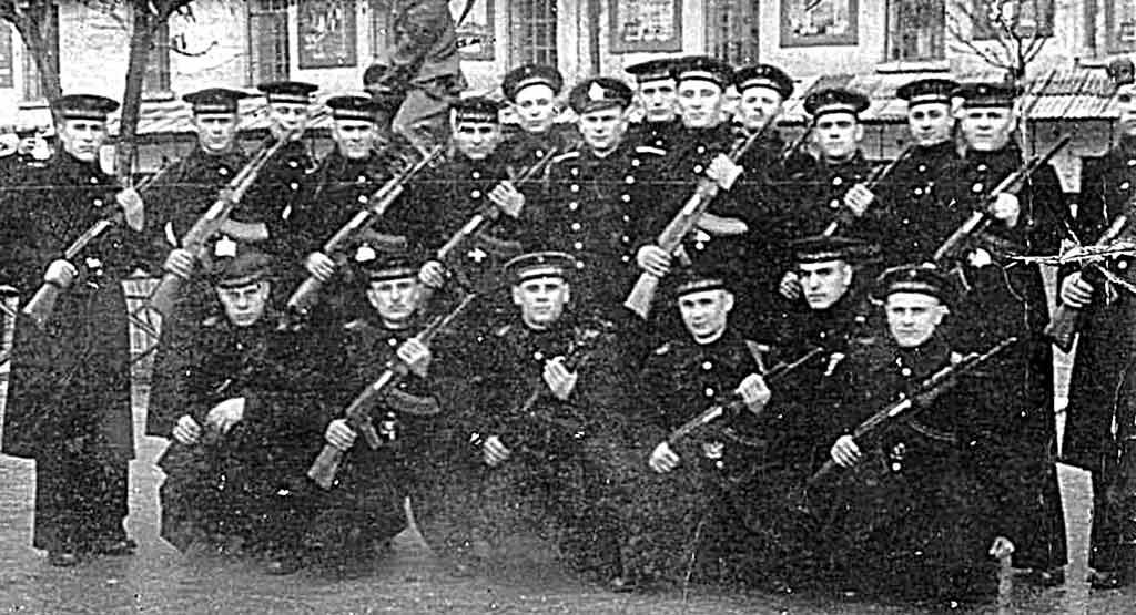 Розшукую 77-річних побратимів-моряків, з якими присягав в українському Севастополі