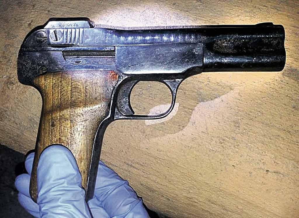 Рецидивіст погрожував пістолетом відвідувачам вінницького кафе