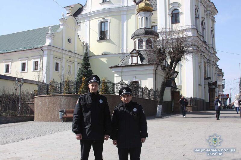 Більше тисячі вінницьких поліцейських посвятять паски та крашанки на службі