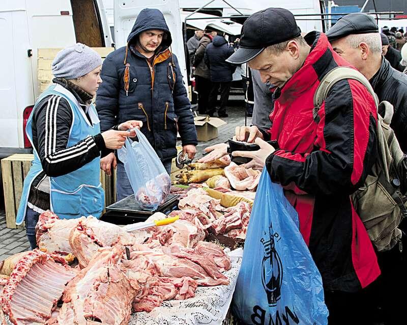 Домашнього сала на базарі скоро не буде взагалі. Тисячі селян залишаться без роботи?