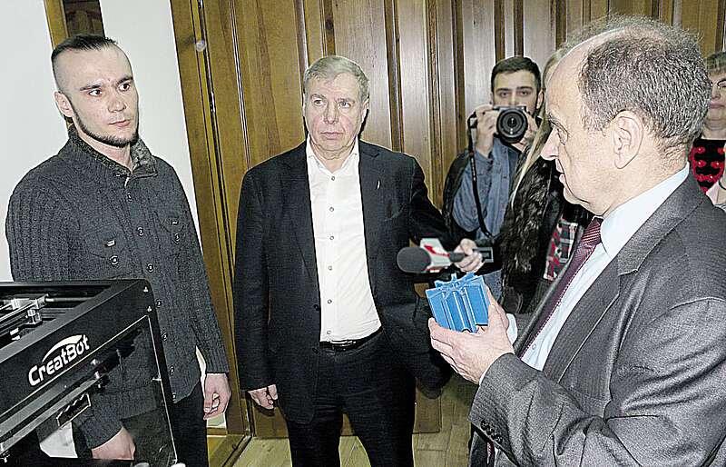 Вібромлин, розроблений в аграрному університеті, вразив першого заступника міністра освіти та науки Володимира Ковтунця