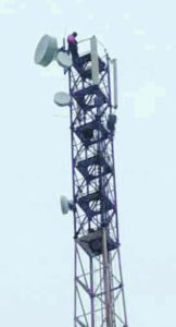 Чоловік шукав 4G? І виліз на 60-метрову вишку мобільного зв'язку
