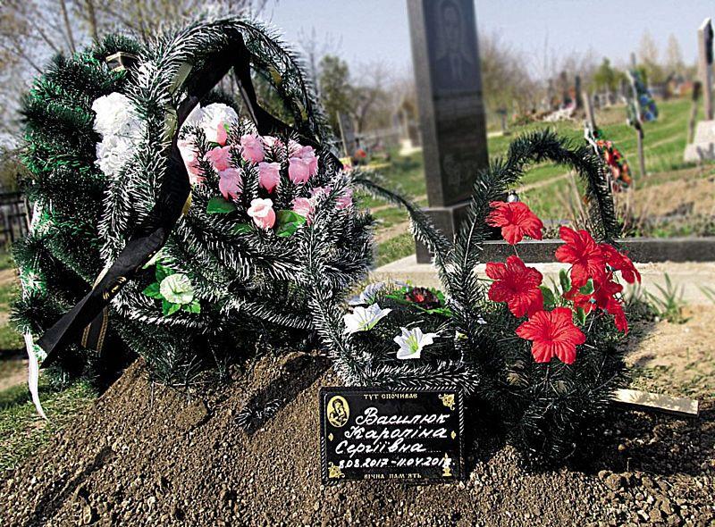 Семимісячна дитина згоріла в багатті, яке розпалила у дворі її рідна матір