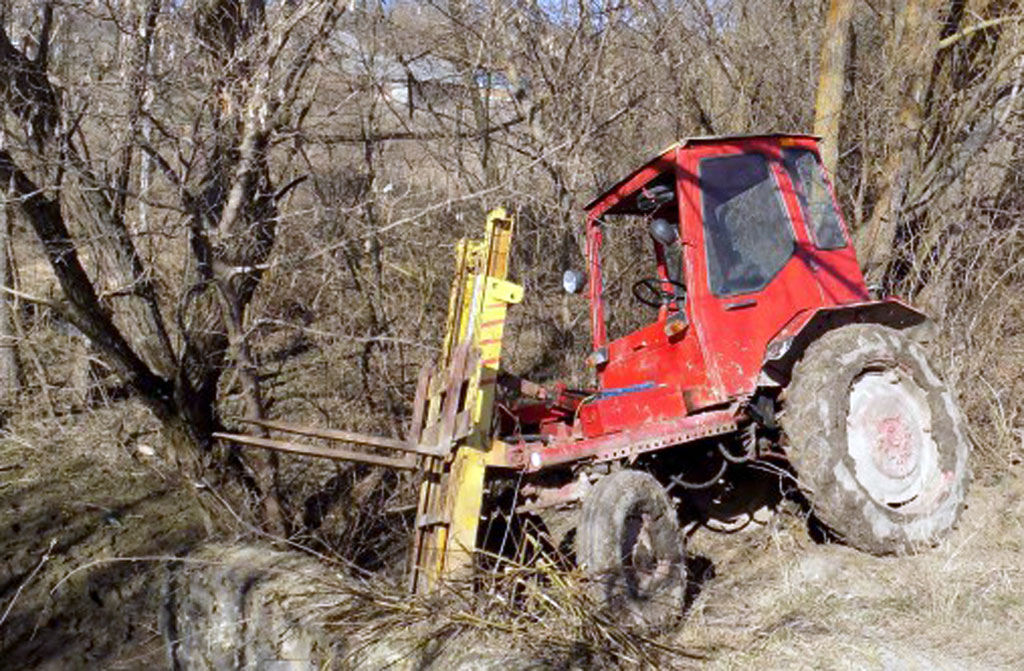 Жінку побили та згвалтували і переїхали вкраденим у фермера трактором