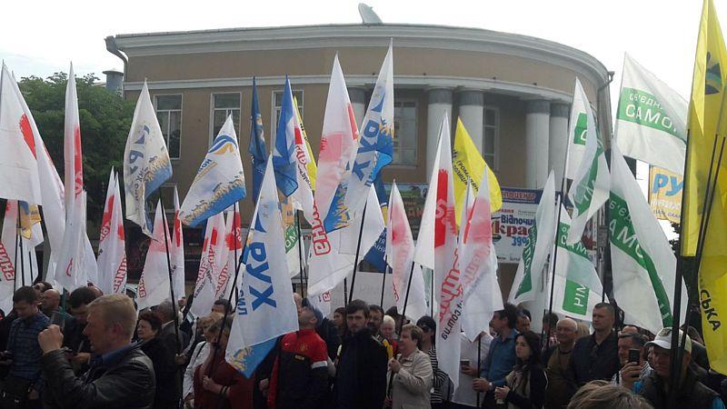 Вінничани під облрадою вимагали новий виборчий кодекс і скасування «гречки»