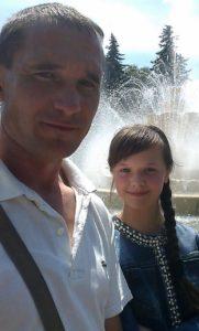 Мама 14-річної Ані із Сутисок померла від раку. Тепер онкологія у дівчинки й вона благає про допомогу