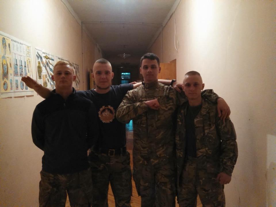 """У Могилеві-Подільському вшанували загиблого на війні """"азовця"""""""