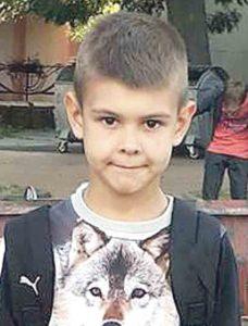 8-річного Вову збила машина на пішохідному переході. Півроку дитина на лікуванні