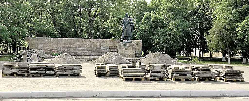 Чому в Шаргороді розібрали меморіал слави до 9 Травня?