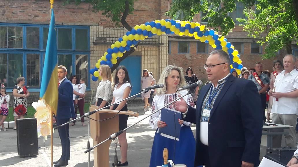 183-х випускників профцентру №1 у Вінниці «розбирали» на роботу прямо під час випуску (відео)