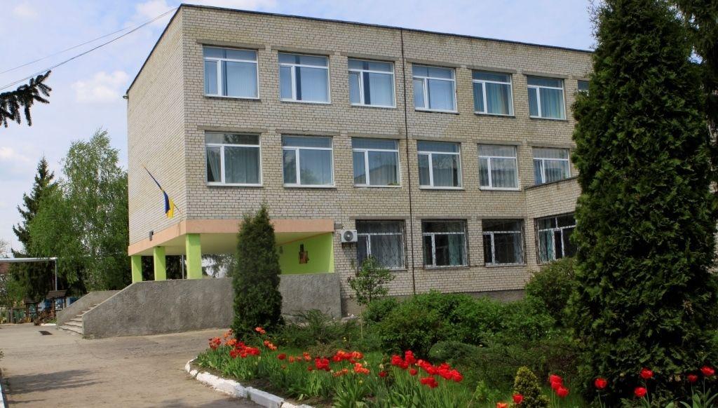Першу сонячну електростанцію на школі Вінниччини у Ладижині може встановити кожен, віддавши голос за проект