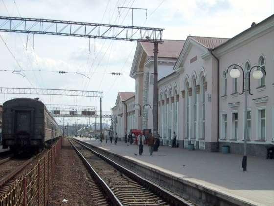 Які з 23 додаткових літніх поїздів зупинятимуться у Вінниці та Жмеринці?