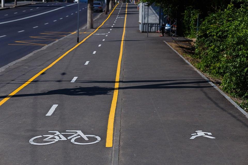 На Київській перша велодоріжка із «жовтою» розміткою