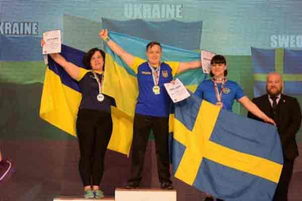 Мама двох дітей із Війтівки здобула медалі на змаганнях із армреслінгу