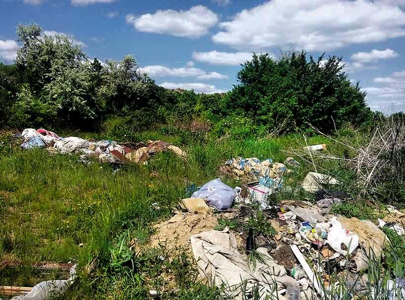 Банахів Яр під Чернівцями засипають сміттям