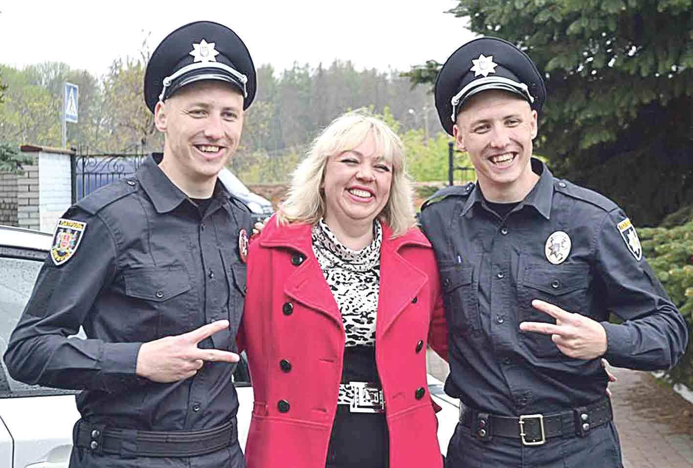 Двійнята-поліцейські, що люблять маму та грають у футбол