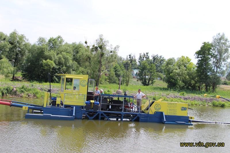 За 4,5 мільйони чистять новим земснарядом русло Десенки, притоки Бугу