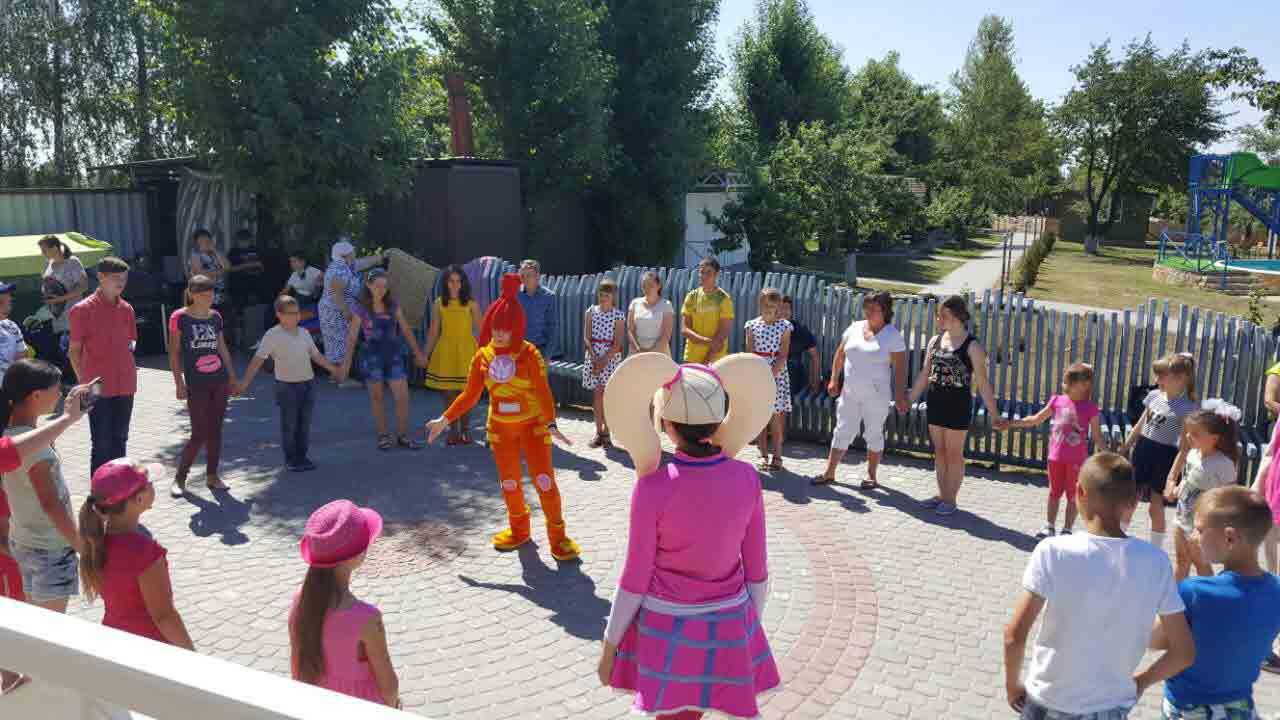 Свято від «Аквараю» отримали сироти у День захисту дітей