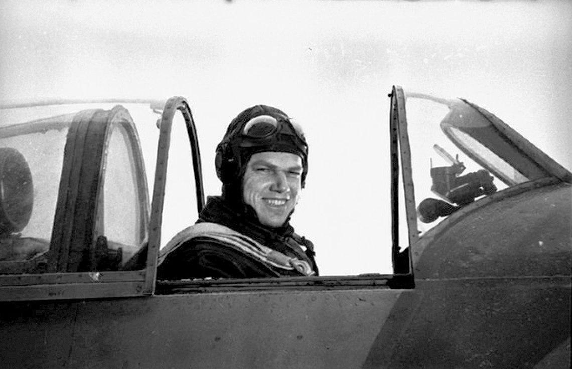 Кращому льотчику-асу, який захищав Вінницьку область, виповнилося б 98