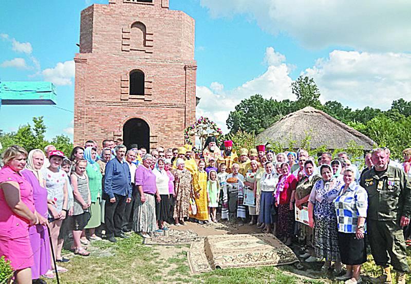 Освятили дзвіницю новозбудованого храму