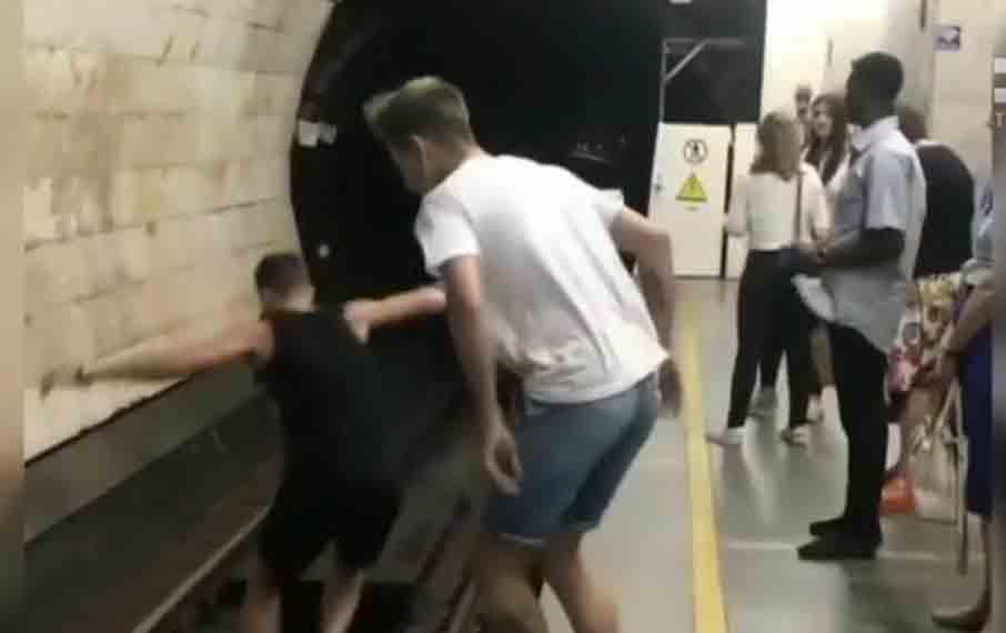 Екстремальні розваги у метро зробили Вітю Подкуйка «зіркою» ютуба