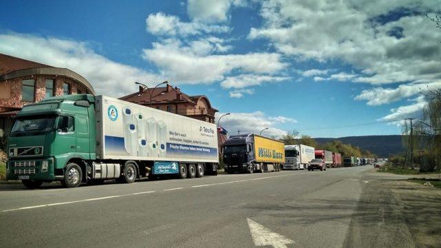 В спекотні дні у Вінницю не пускатимуть вантажівки