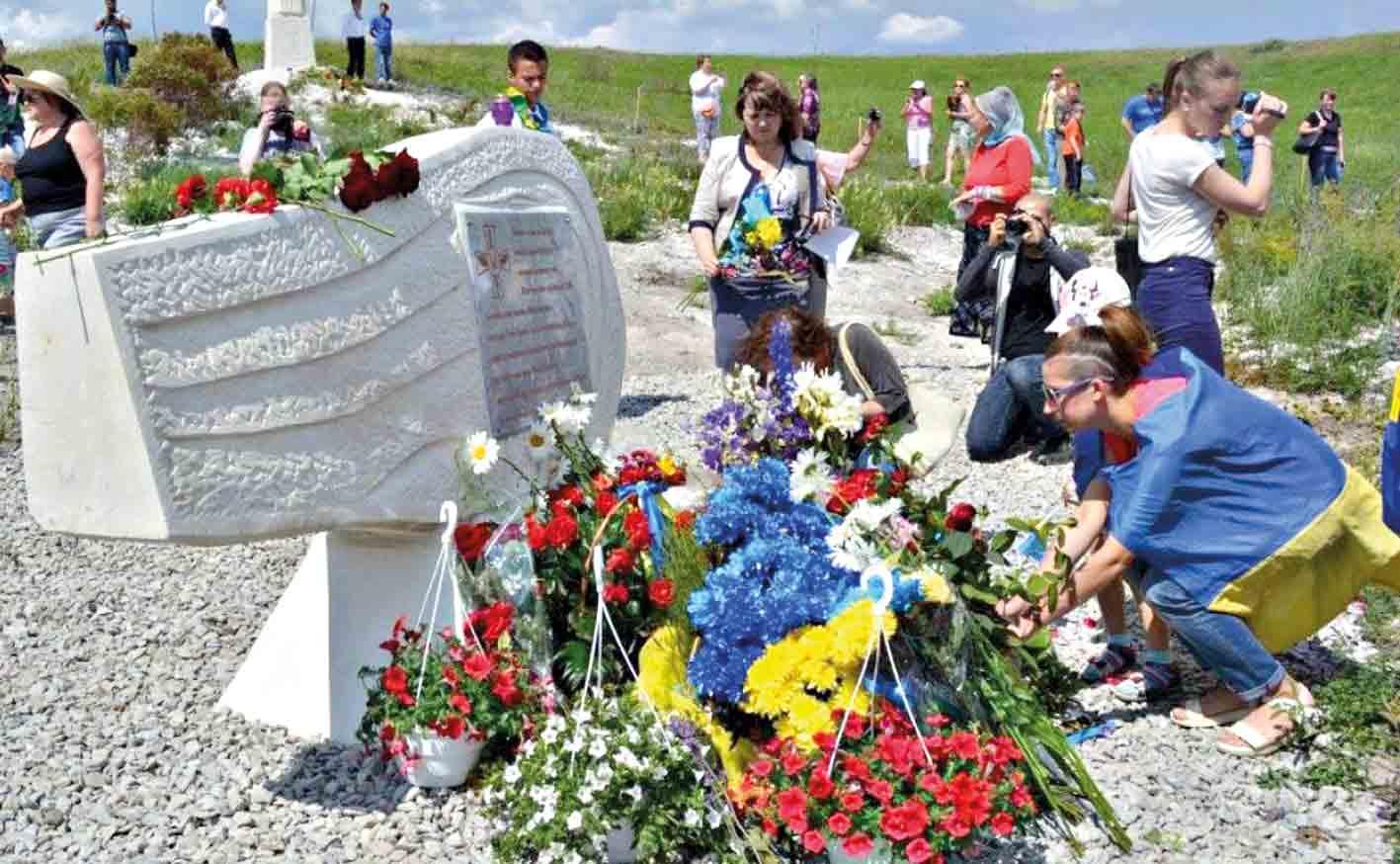 «Скорботного Янгола» встановили на місці загибелі Кості Могилка та його екіпажу