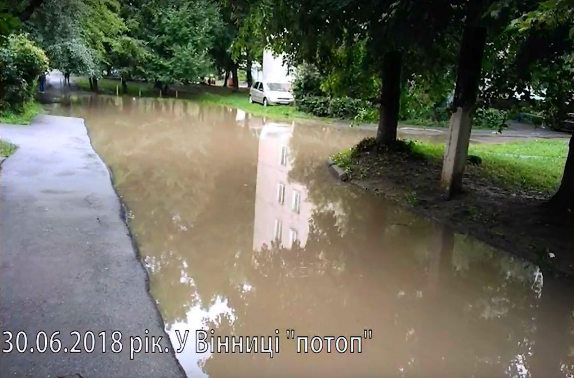 Через халатність міської влади знову затопило Тяжилів. Там прописаний міністр Рева, але це місцевим не допомогло