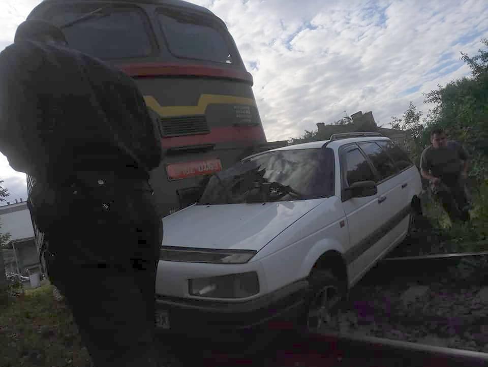 80 метрів локомотив тягнув Passat