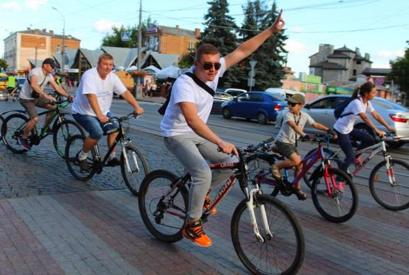 Судді на велосипедах проїхалися Вінницею
