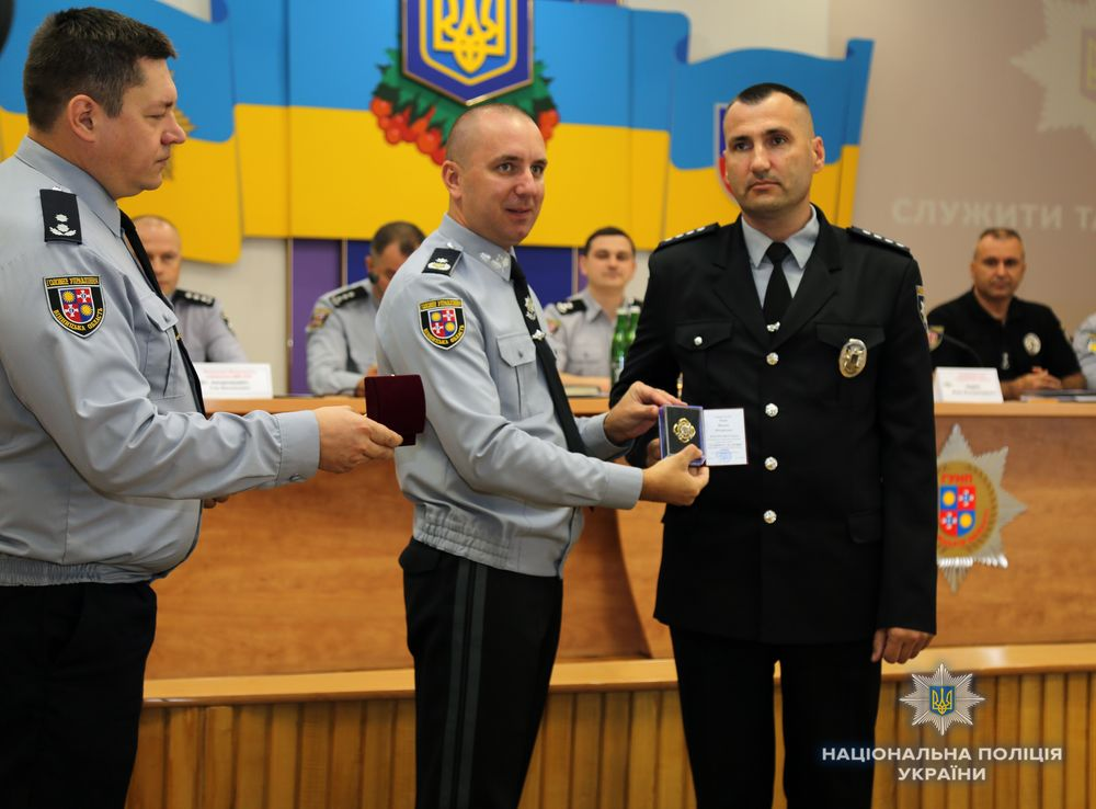 """Нагородили поліцейських, які затримали бершадського """"гранатометника"""""""